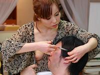 乳首が見え隠れしているセクシーな美容師はヤラせてくれるのか?(1)