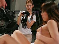 撮影で来た女性カメラマンが美人だったので騙してヤッちゃいました!(2)