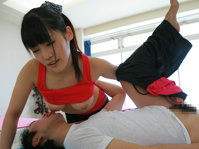 女性トレーナーと密着出来るストレッチ専門店に潜入してヤレるのか?(2)