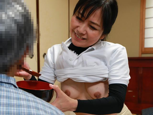 ウチの親父を訪問介護するムッチリ体型のおばさんが俺好みなのでこれはヤルしかない(3)