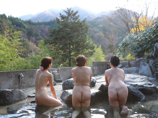 家族ぐるみで付き合いのある50代夫婦3組の温泉旅行を盗●~取っ替え引っ替えハメまくっていてインモラル過ぎる