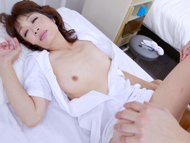 大好きな義母が病院の婦長をしているので入院して近●相姦(1)