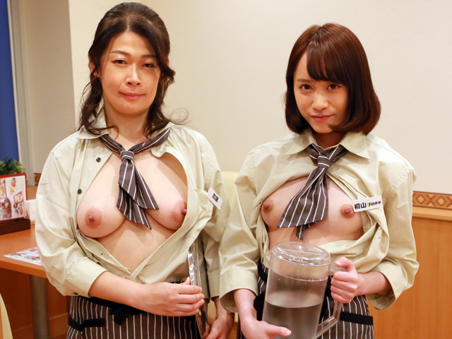 深夜のファミレスで働く理由アリ熟女の加藤さんは制服の上からでもわかる巨乳がたまらないので通いつめて中●ししたい