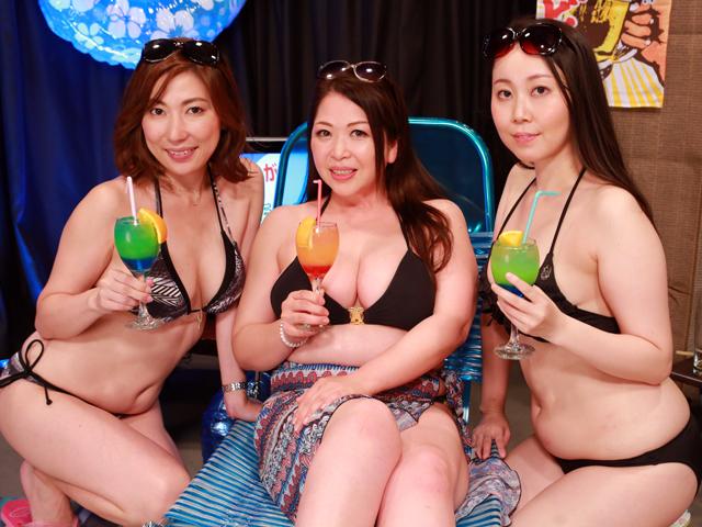 ビキニ美熟女がビール片手に生放送!ほろ酔いマ●コを肴にチョメチョメする熱帯夜 完全版