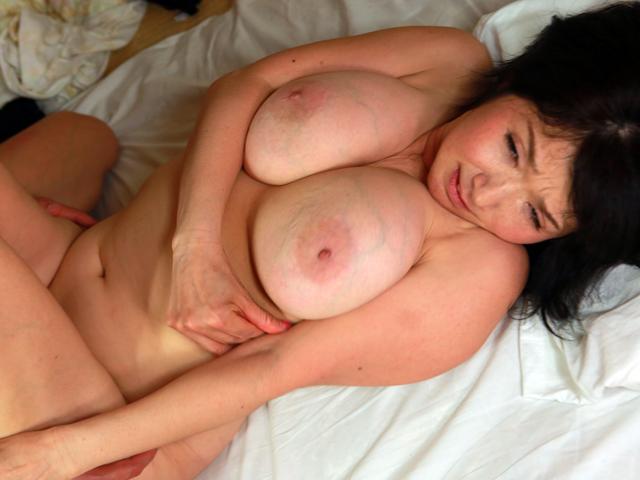 ちょっとエロそうな五十路熟女の家にお泊りしてヤリ倒したい豪華版(5)~垂れ気味爆乳熟女・みつこさん(52歳)&若いチンポに目がない紗江子さん(51歳)