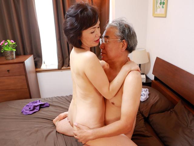70歳の古希祝いで再会した元カップルの男女が当時を思い出して半世紀振りの大興奮SEX