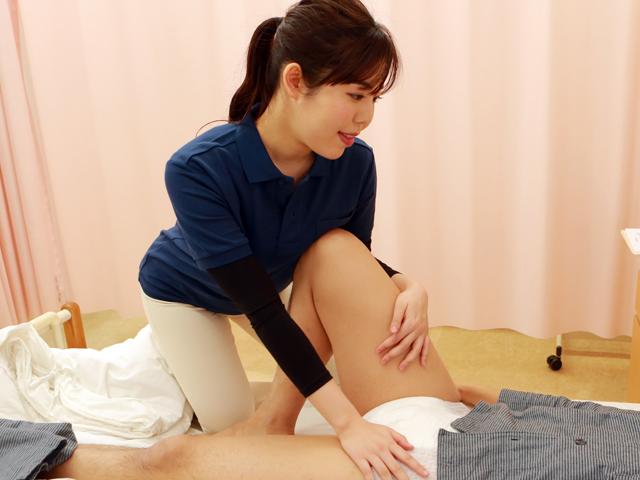 尿もれ改善トレーニング中に美人理学療法士がおっぱいを押しつけてくるので勃起が止まらない