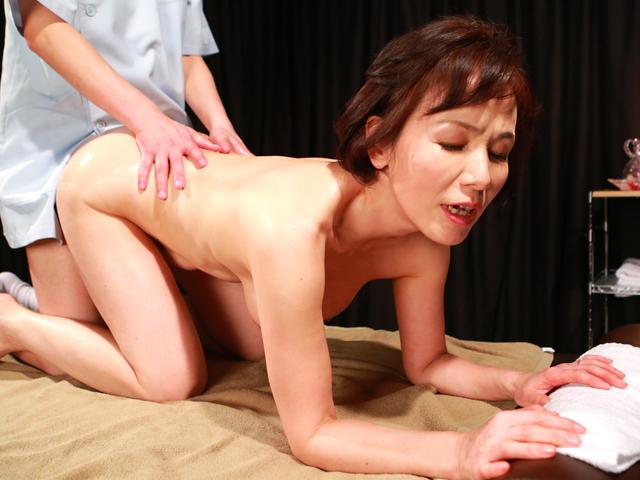 キレイな五十路熟女を性感マッサージで心ゆくまでイカせてみた豪華版(3)
